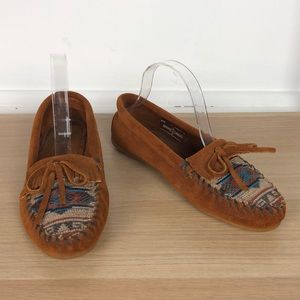MINNETONKA embroidered classic moccasins size 7